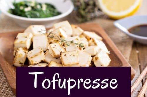 Tofu aus der Tofupresse
